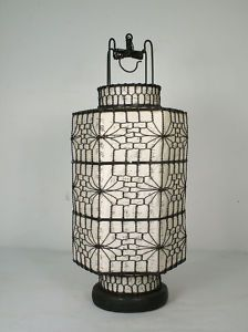 Love Wire Chinese Lantern With White Interior I Can Picture A Beautiful Wedding Or Party These Swaying In The Trees