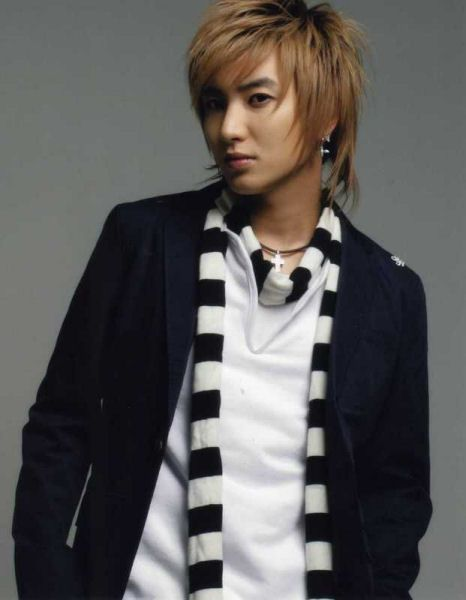 Found on the WWW. I do not own this photo.) Lee Teuk, Super Junior.