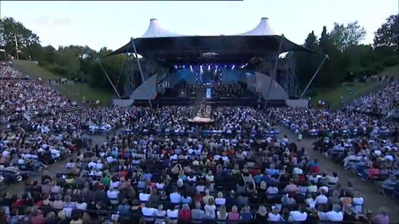 "http://www.David-Garrett.info David Garrett & Marcus Wolf / Band & Orchester in Berlin Wuhlheide, 08.06.2010 - performing ""November Rain"""