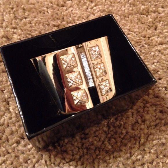 Victoria's Secret cuff Gold cuff super cute✨ Never worn Trade Value $55 (retails for $75) Victoria's Secret Jewelry Bracelets