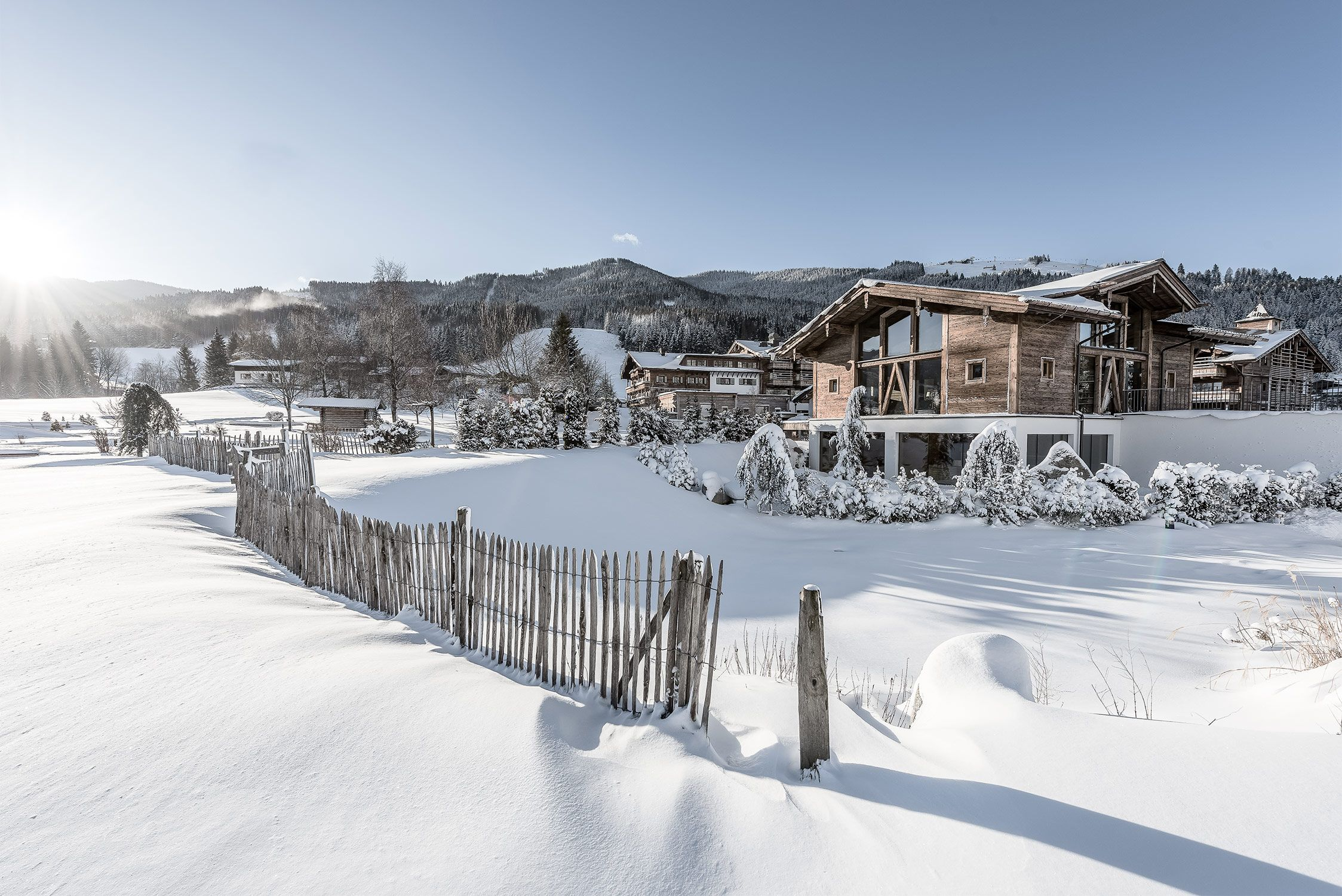 Das #PURADIES mit unserem #Badhaus im Vordergrund. #winterurlaub ...