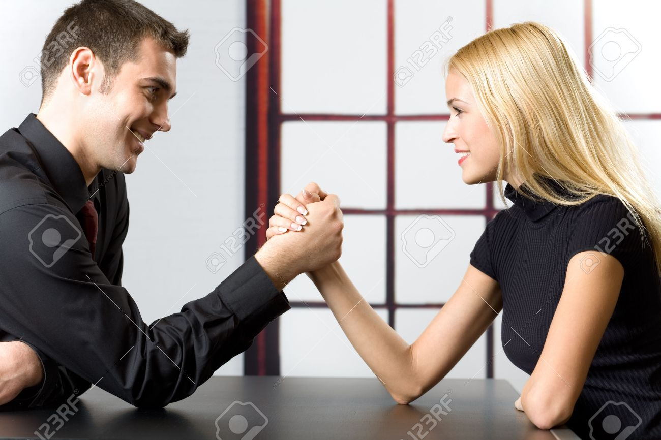 1351376-Young-happy-couple-or-business-people-fighting-in-arm-wrestling-Stock-Photo.jpg (JPEG Image, 1300×866 pixels) - Scaled (84%)