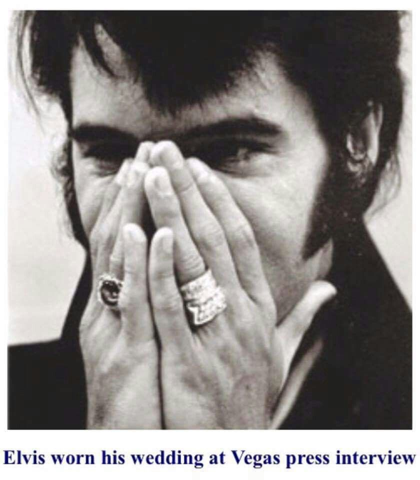 Elvis Wearing His Wedding Ring At The 1969 Las Vegas Press Conference