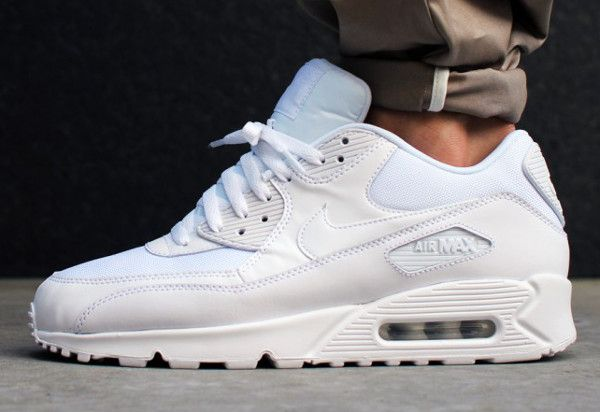 Nike-Air-Max-90-Essential-Triple-White-5.