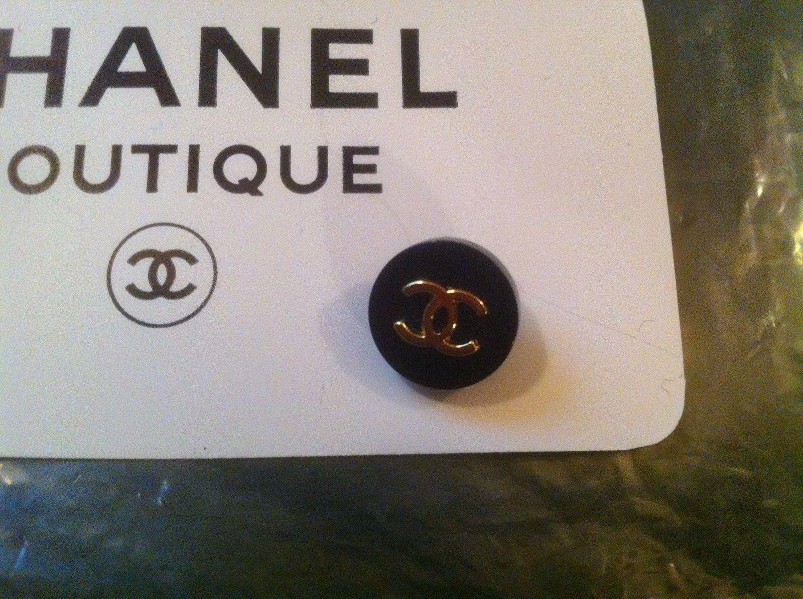 ButtonArtMuseum.com - Authentic Chanel Paris Button CC Logo