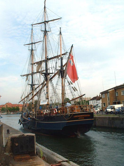 L' Earl of Pembroke - 1948 - trois-mâts barque (rénové en 1994) - longueur hors tout 44,20m - Royaume-Uni