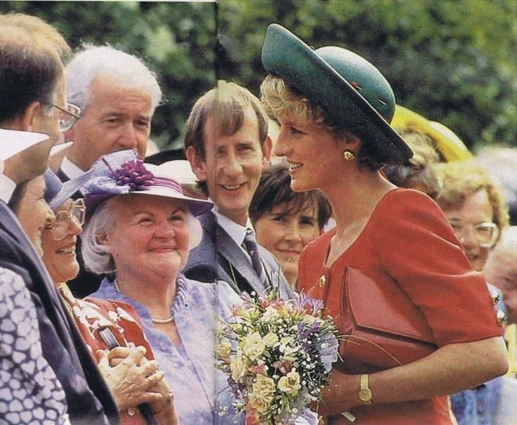 29 JUNE 1992 PRINCESS DIANA VISITS BELFAST TO ATTEND THE OPENING OF THE ASSEMBLY BUILDINGS …https://princessdianabookboutique.wordpress.com/2015/07/01/29-june-1992-princess-diana-visits-belfast-to-attend-the-opening-of-the-assembly-buildings…