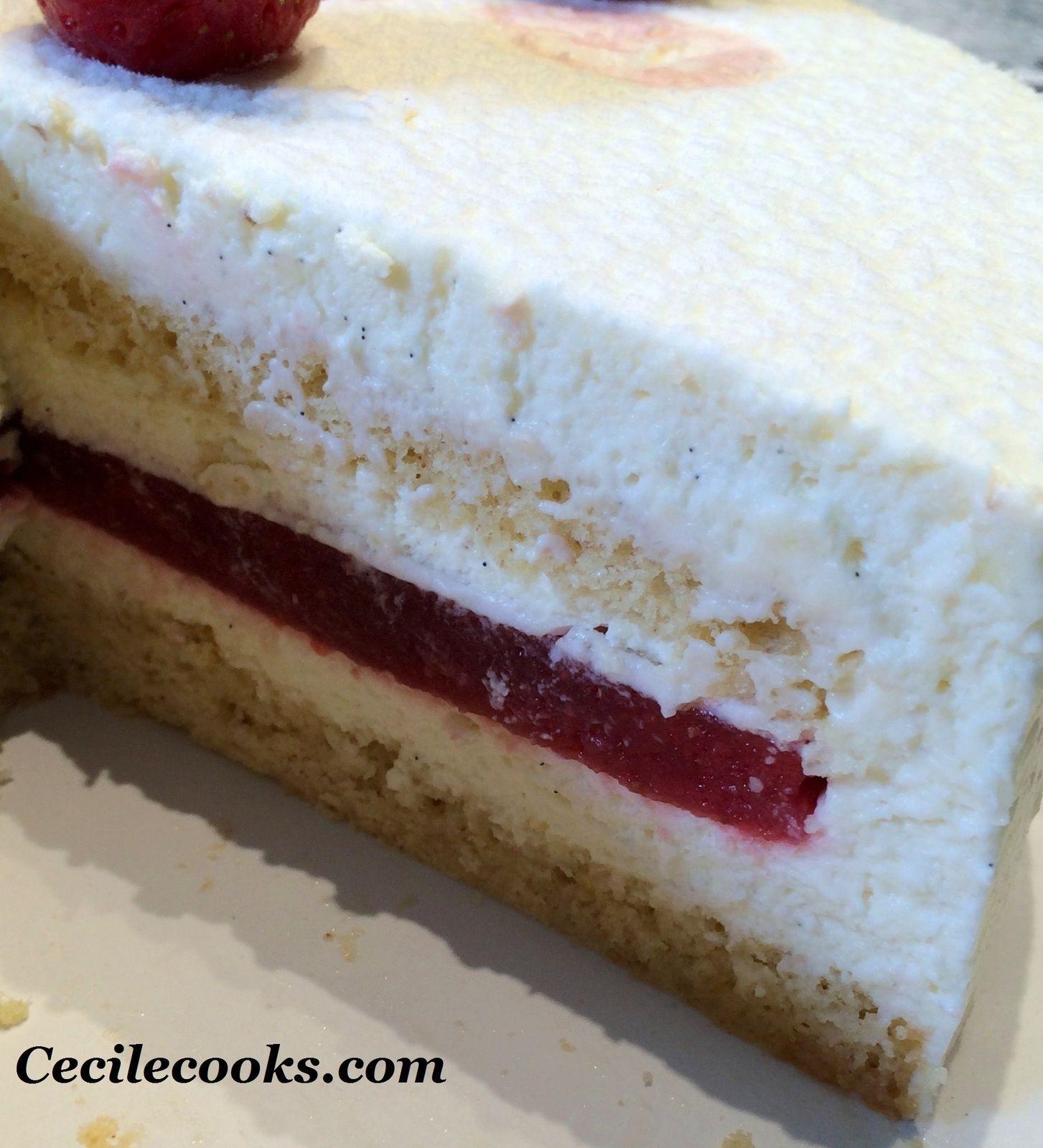 Confit de fraises, mousse vanillée et biscuit madeleine, en entremet #biscuitmadeleine Confit de fraises, mousse vanillée et biscuit madeleine, en entremet