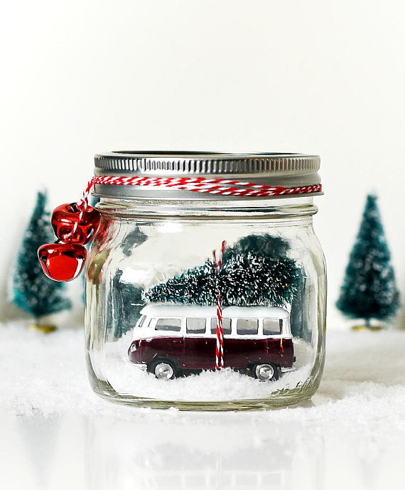 Vintage car in a mason jar snow globe kit includes all materials and detailed instructions to make your very own liquid-less snow globe. This is an easy project that you can quickly assemble and enjoy. Perfect as a holiday gift.  Kit materials include:  Mason jar (pint-size jar shown in picture) Vintage car (same car shown in picture) One bottle brush tree Two red jingle bells Length of baker's twine in red & white Faux snow Instructions on how to assemble