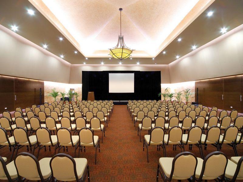 Sala de reunión del hotel Barceló Maya Palace Deluxe   jess and ...