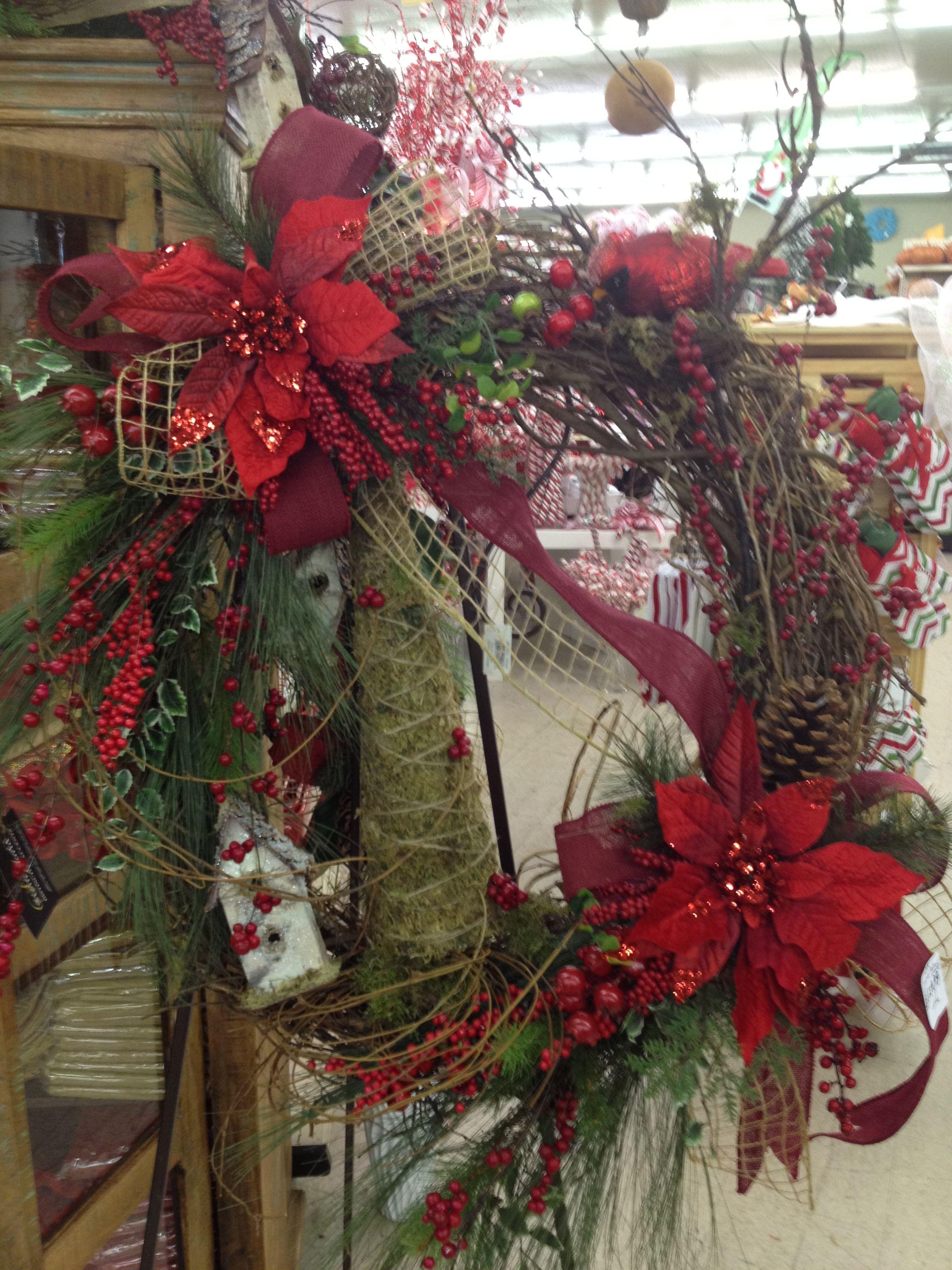 Country style Christmas wreath | Christmas wreaths, Easy ...