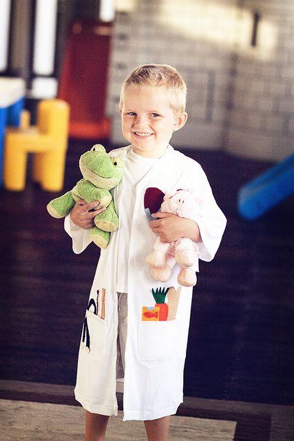 939f94f2fd6 t-shirt lab coat DIY | Doc McStuffins Party | Vet costume, Doctor ...