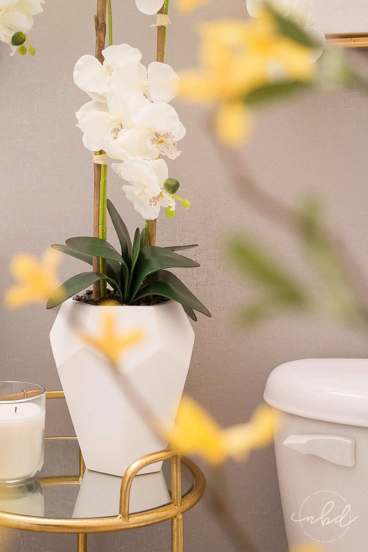 Elegant Half Bath on a Budget Home // Grey Palettes