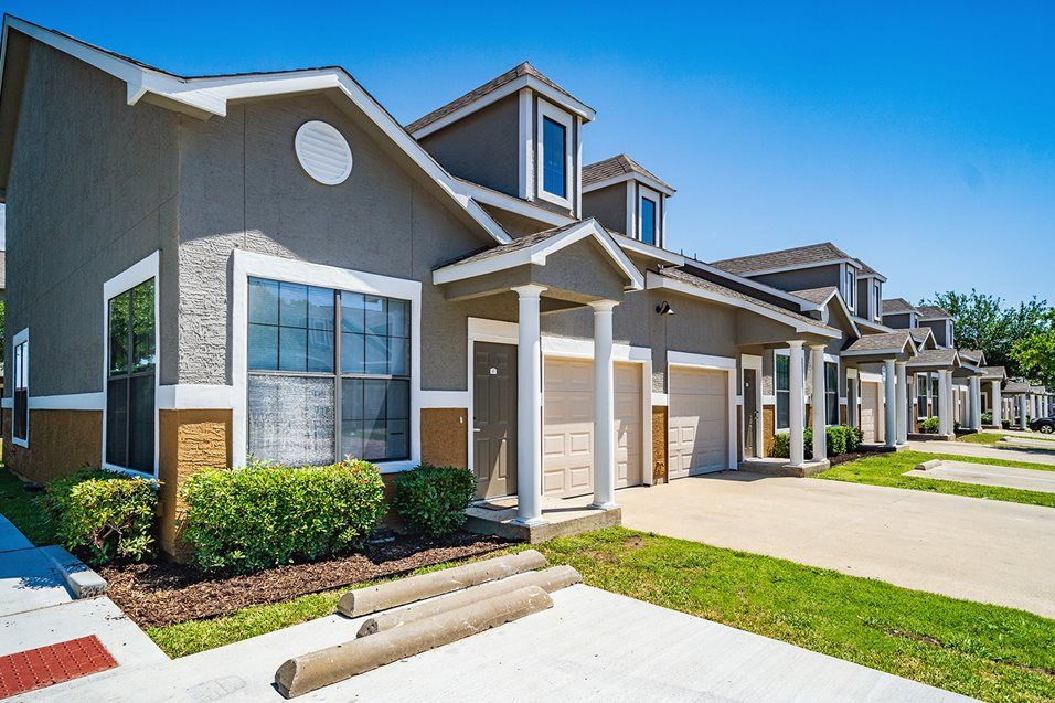 Photos And Video Of Beckley Townhomes In Dallas Tx Renting A House Real Estate Rentals Townhouse