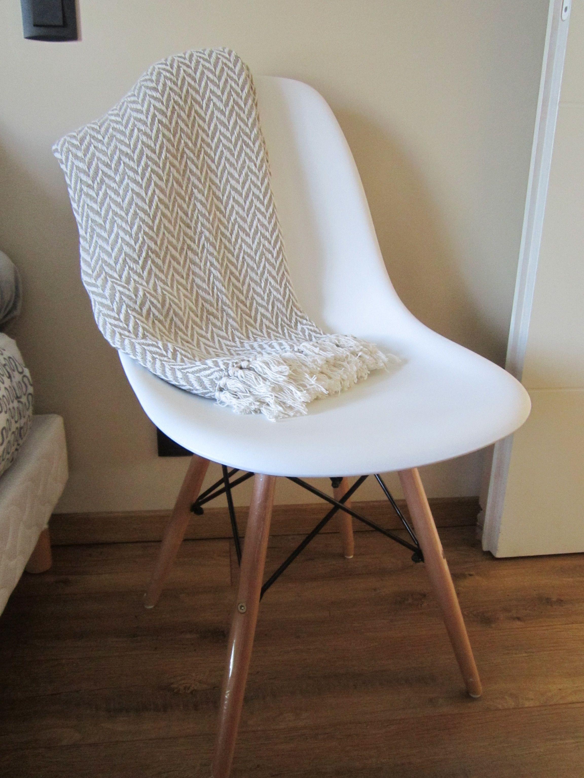 Un peu de déco scandinave avec cette chaise style Eames trouvée