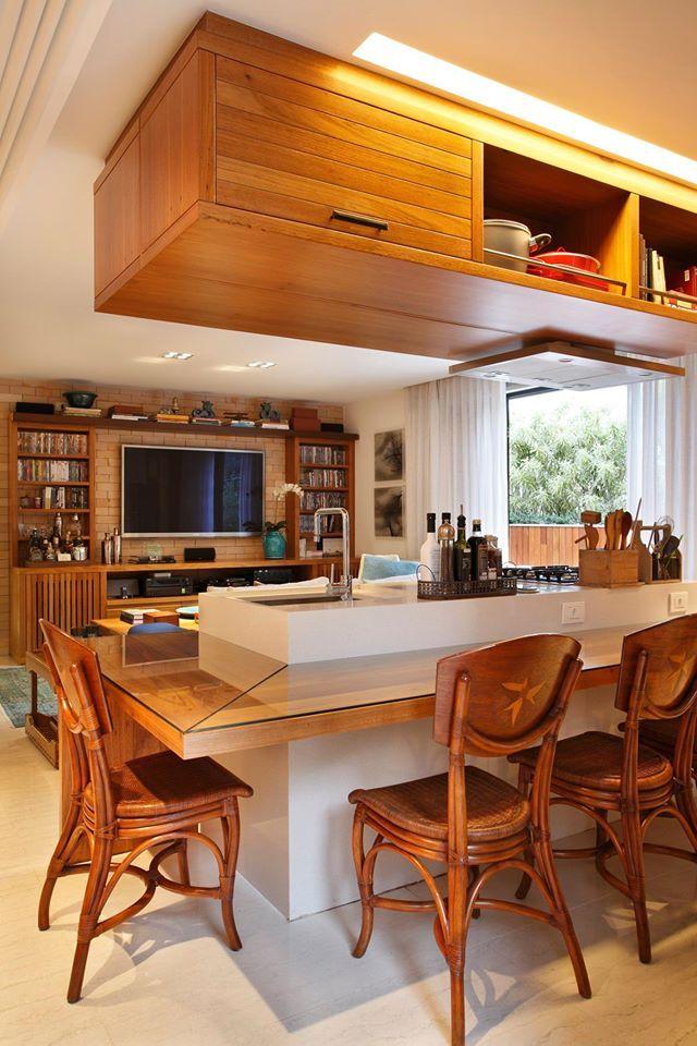 cozinha integrada - modulo em cima da mesa de almoço (aproveitando
