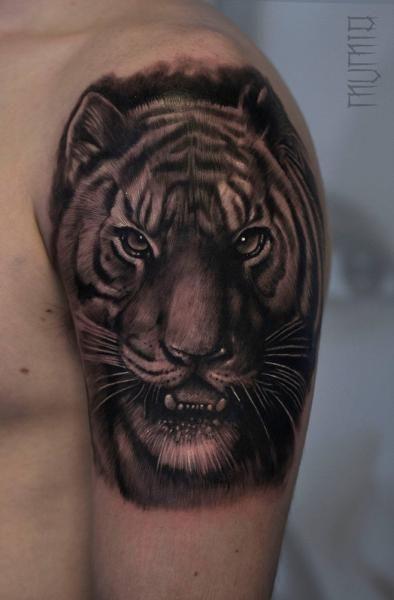 ffdcb24f7db67 Shoulder Realistic Tiger tattoo by Mumia Tattoo | Tetkó... | Tetkó