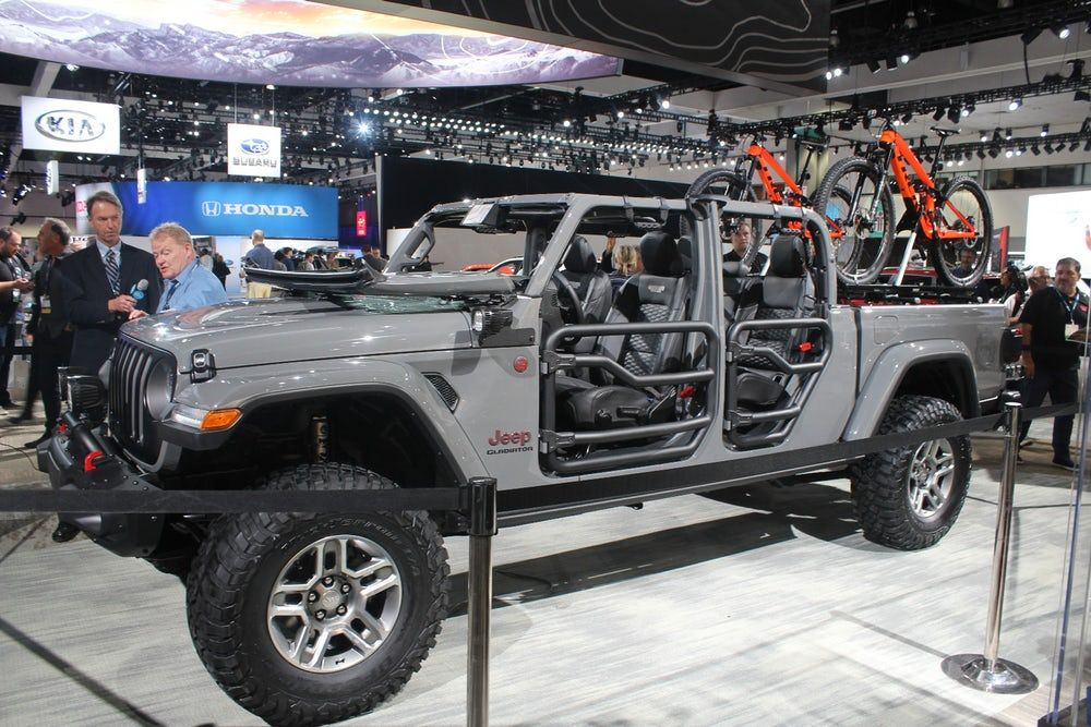 Jeep Brings A Gladiator To The Arena In La Jeep Gladiator Jeep