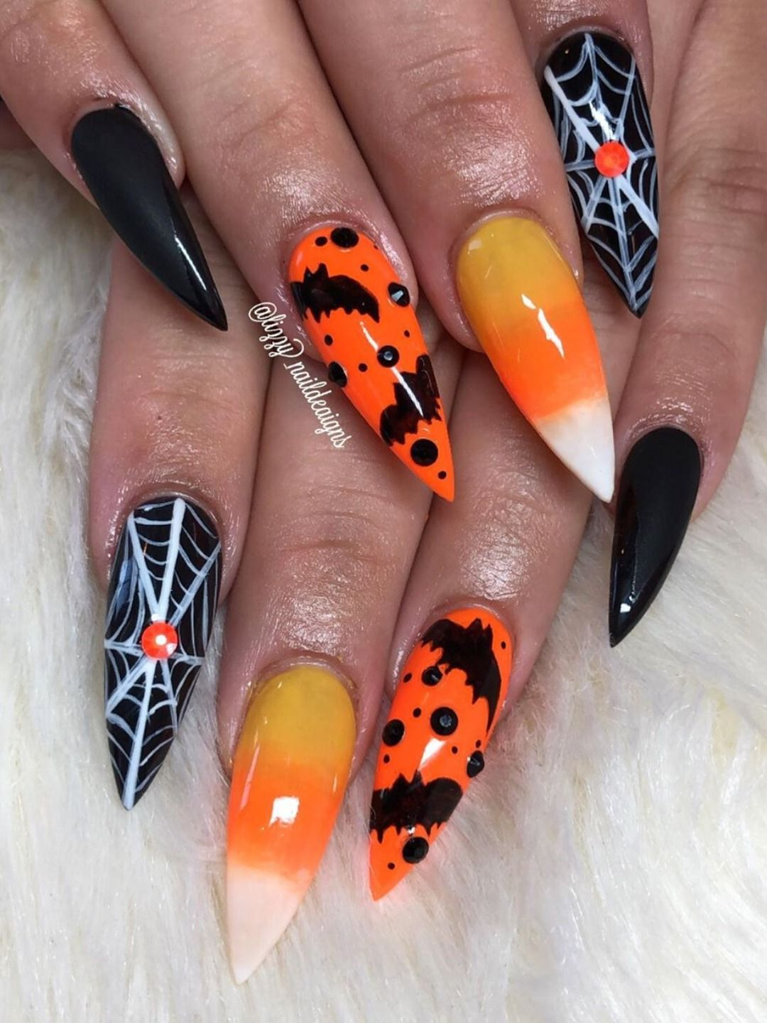 Pin By Brandi Butcher On Diseno A Mano Con Piedra Halloween Nails Halloween Nail Designs Candy Corn Nails
