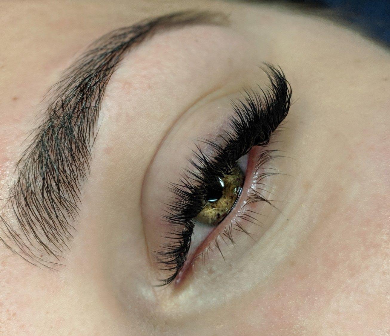 Cat eye hybrid lash extensions•hybrid lashes•volume lashes• yeg lash extensions• yeg hybrid lashes
