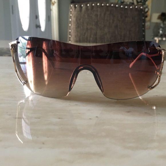 Guesa Glasses has a litrle scratch Guess Accessories Glasses