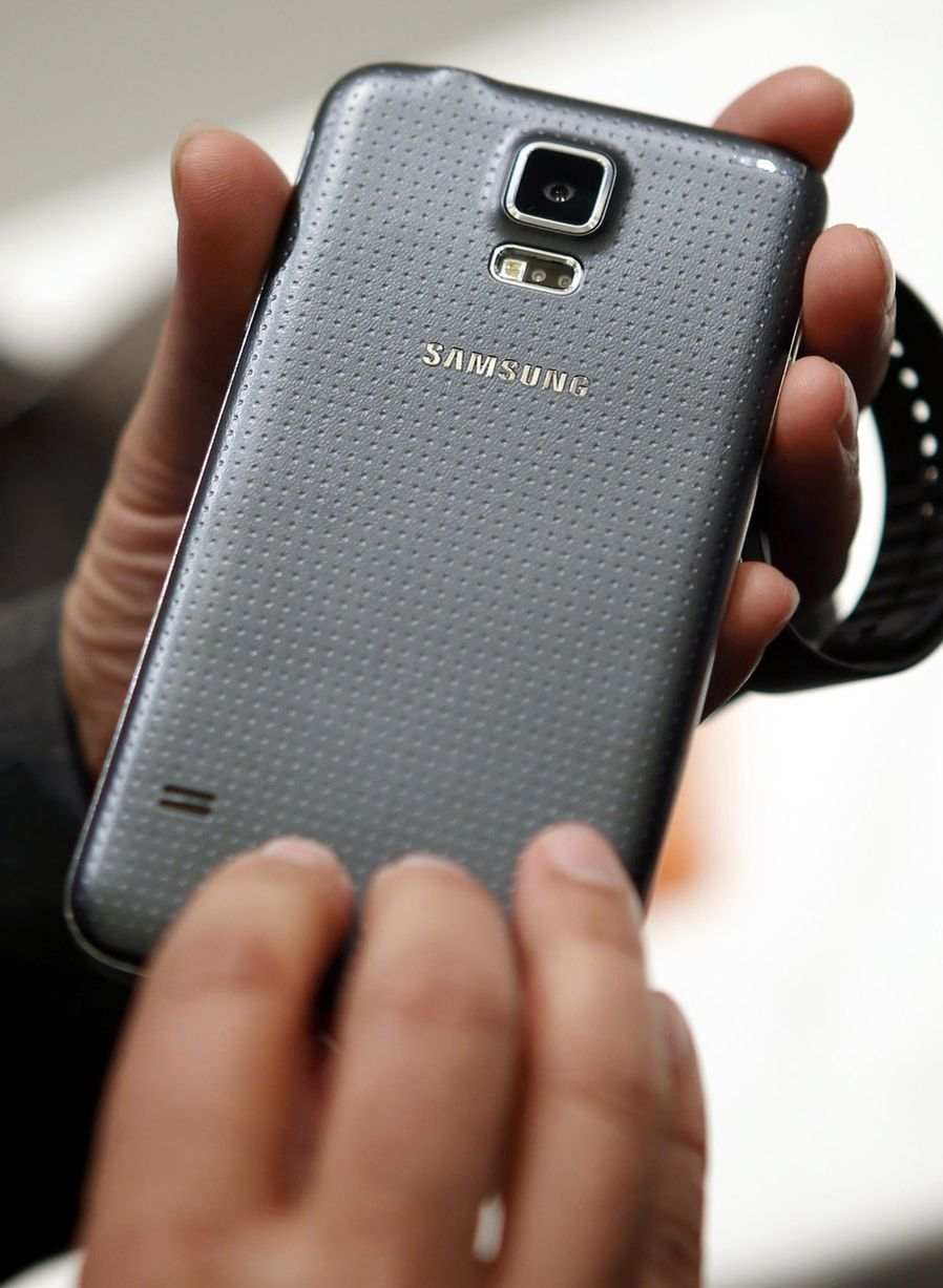 Samsung galaxy s5 unveiled - Back View Of The Samsung Galaxy S5
