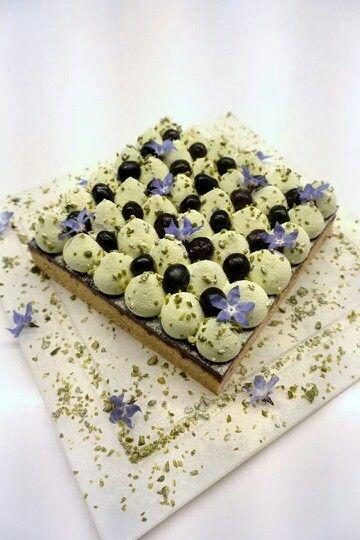 """Chef F. Daubinet """"Tarte de la montagne"""" (gateau moelleux pistache & creme chantilly pistache/ confit cassis). Facebook Michalak masterclass"""