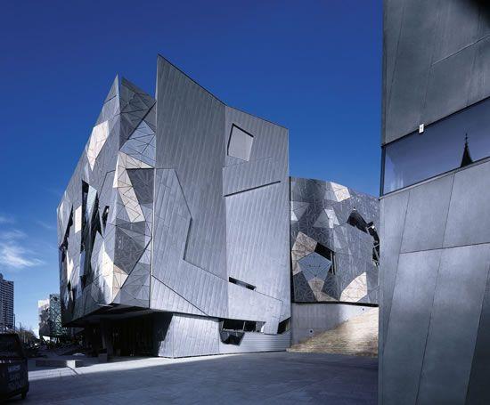 Sistemas de fachadas revestimientos de exteriores curvos for Revestimiento fachadas exteriores