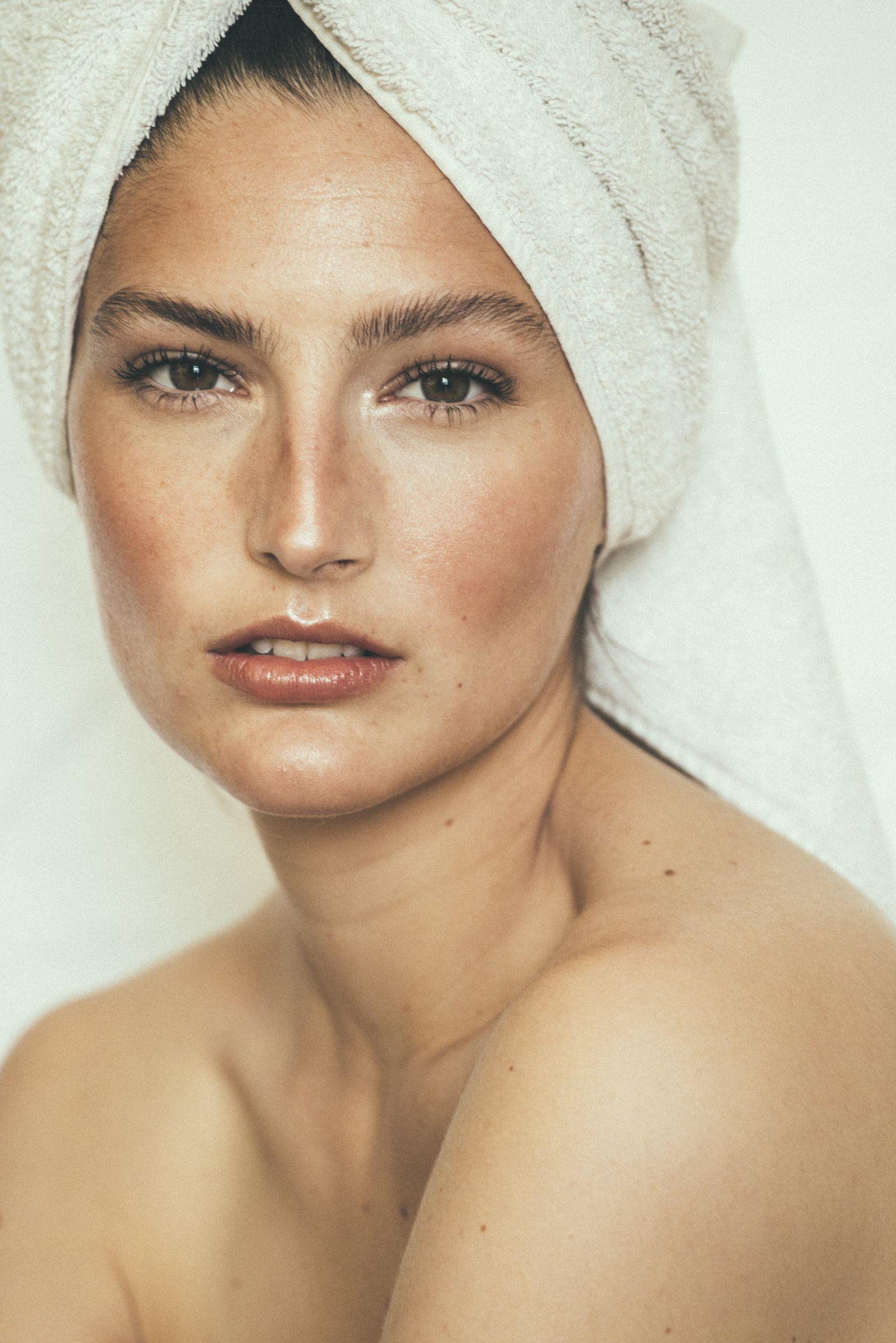 Carmen Claire Plekhoff / Makeup artist based in Paris