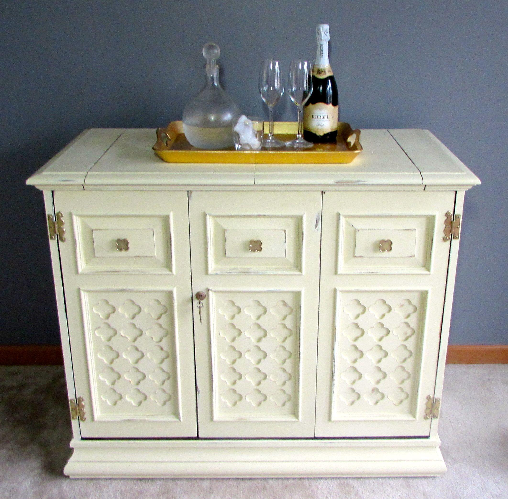 Jasper Cabinet Co. Vintage Bar Painted In Annie Sloan Cream. #anniesloan