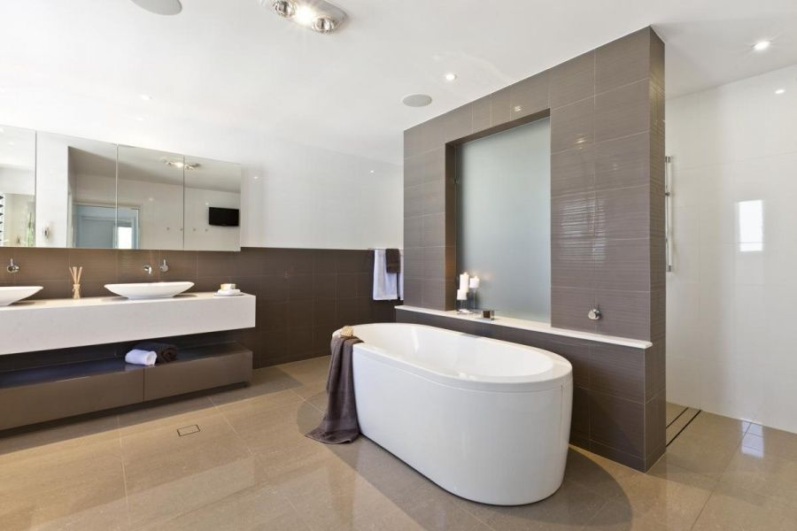 Modern ensuite bathroom ideas inspiration design 15 on for Ensuite ideas