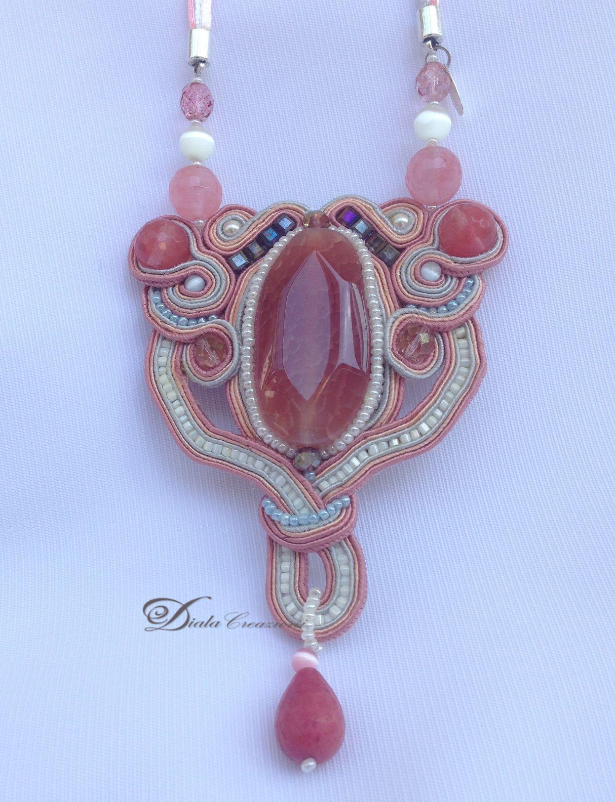 Collana vintage in lavorazione soutache con cabochon  di giada rosa, con perle e goccia di giada rosa.