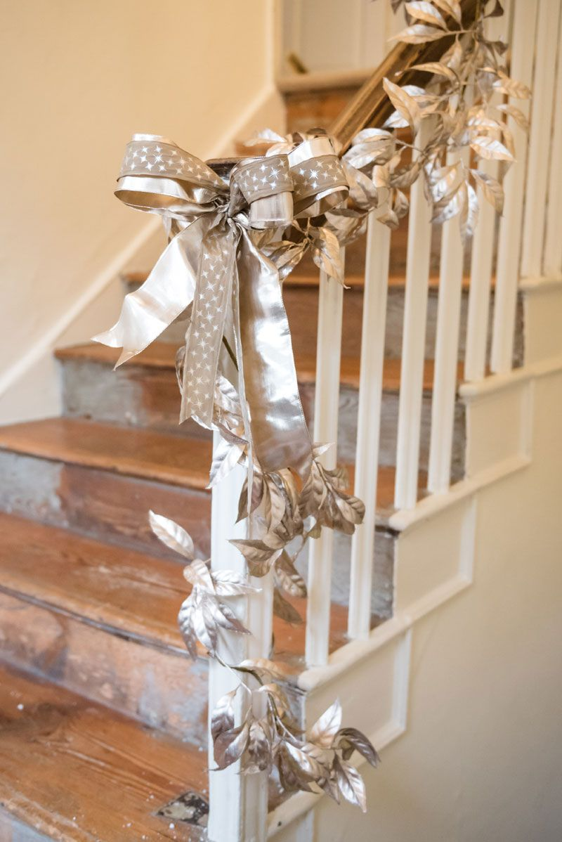 Unique Christmas Decoration Ideas for Staircase