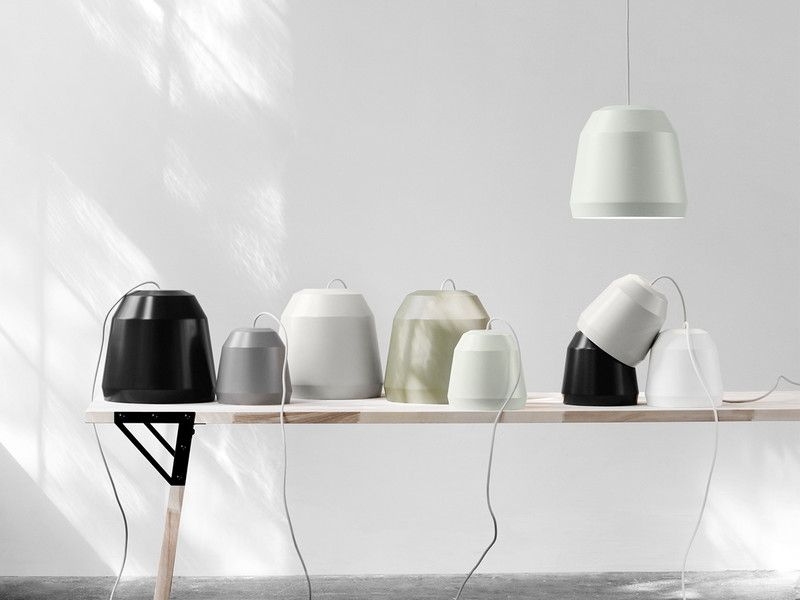 The idea with the Lightyears Mingus was to create a simple, technologically uncomplicated pendant that shields modern low-energy light bulbs, provides good lighting and can be used for many purposes.