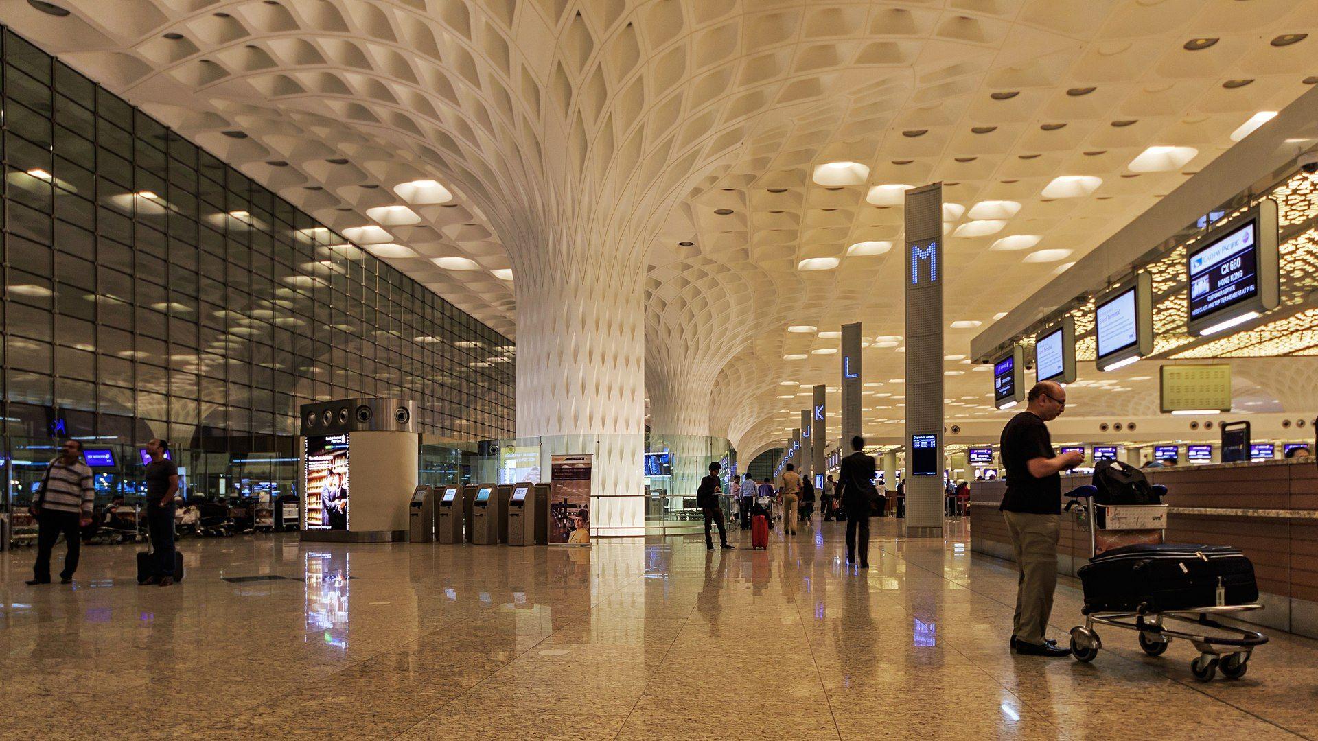 Mumbai 032016 114 Airport international terminal interior