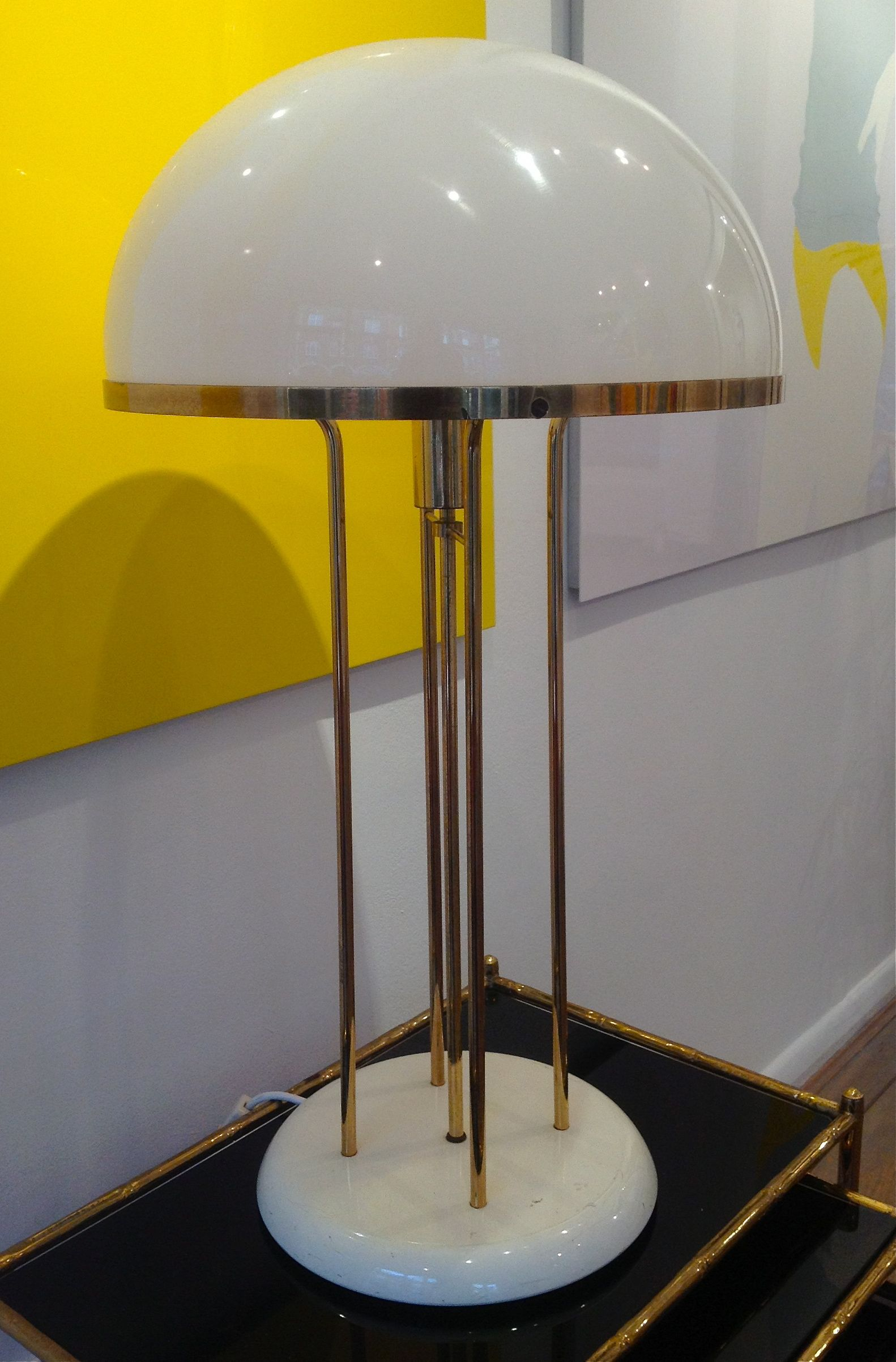 A Reggiani Goffredo 1970S Italian Table Lamp In White Perspex