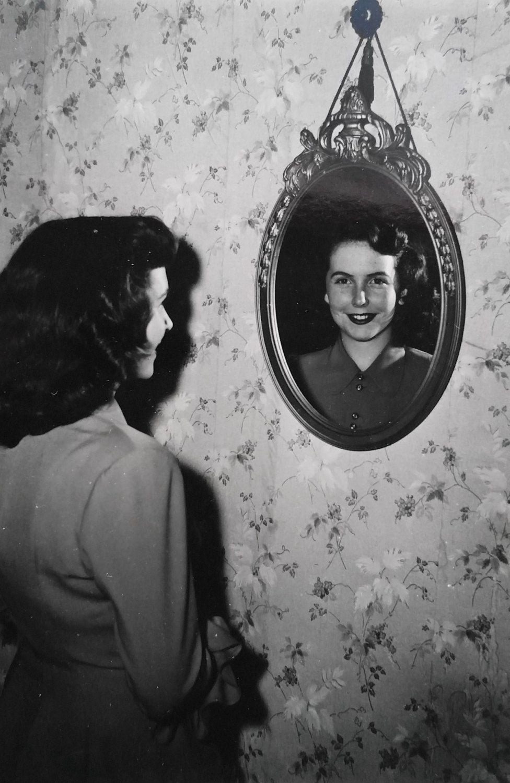 Vintage Photo Mirror Selfie 1950 39 S Original Photo Old Photo Snapshot Vernacular Photography Social Histo Old Photos Vintage Photos Vintage Photographs