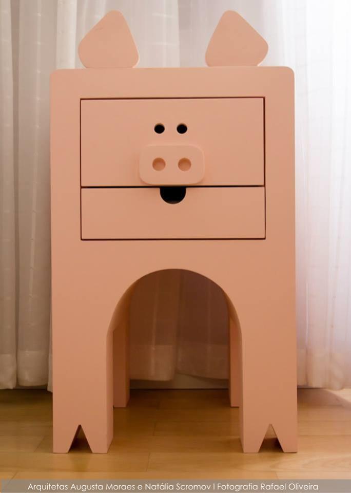 Item especial: Criado-mudo Rabicó, por Augusta Moraes Arquitetura + Design. #porquinho #criadomudo #rabicó