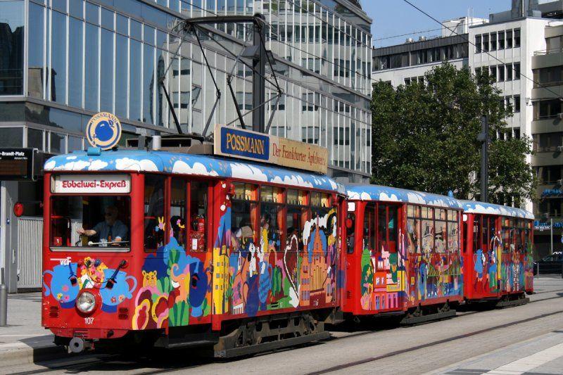 """Ebbelwei Express"" City-tour Frankfurt/Main with a pretzel and cider!"