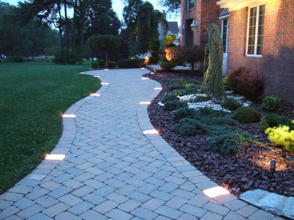 4 Beautiful Ideas For A Lighted Walkway   Home Tips For Women