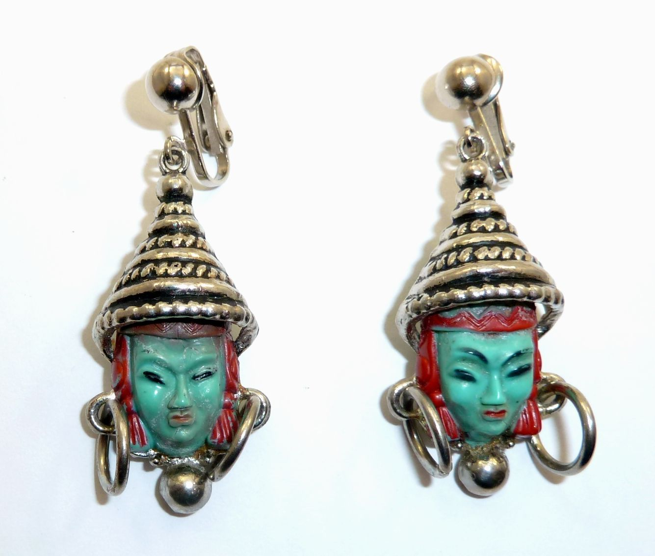 Unmarked Selro/Selini Thai Princess clip earrings.  Photographed by Gillian Horsup.  www.gillianhorsup.com