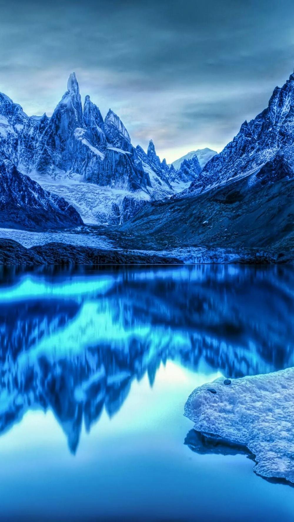 Magnifique paysage / neige / montagne / fond d'écran / glass / lac / ciel / Wallpaper - Euror #fondecranhiver