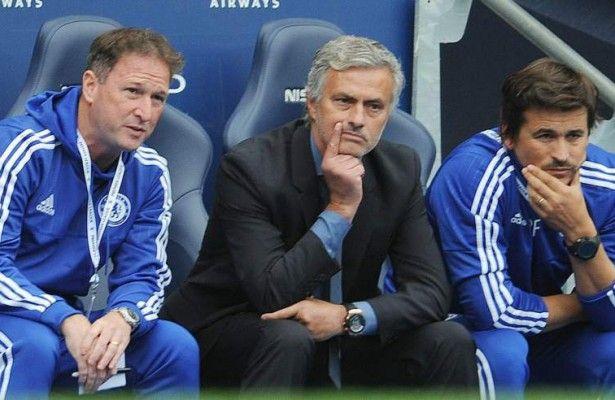"""Mourinho: """"El Manchester City debió acabar con nueve jugadores"""" - El entrenador del Chelsea, el portugués Jose Mourinho, calificó como ficticio el 3-0 que su equipo encajó en el Etihad Stadium ante el Manchester C..."""