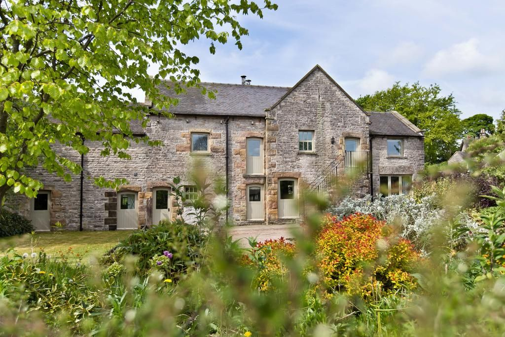 Redhurst Barn Front External View Peak District Cottages Garden Spacious Green Large Fresh Air Trees Holiday Cottage Barn House Styles