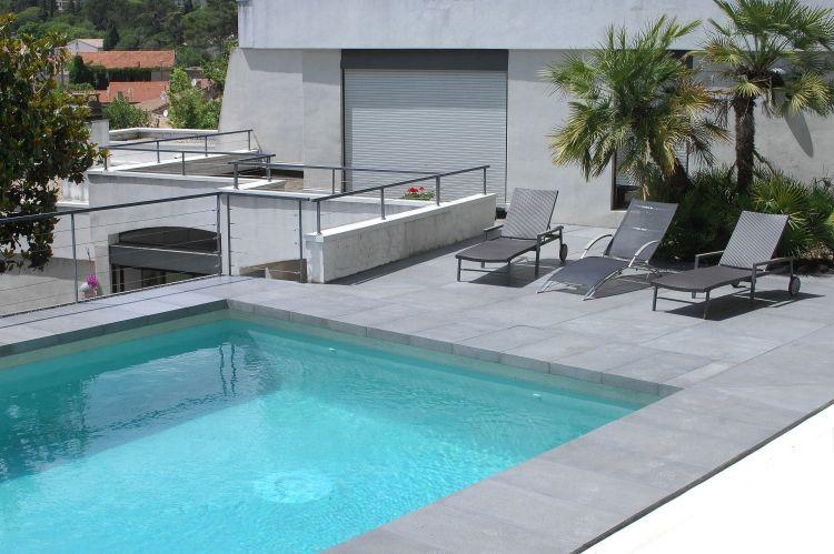 Berühmt steinplatten-terrasse-terrassenplatten-grau-pool-liegestuehle LV65