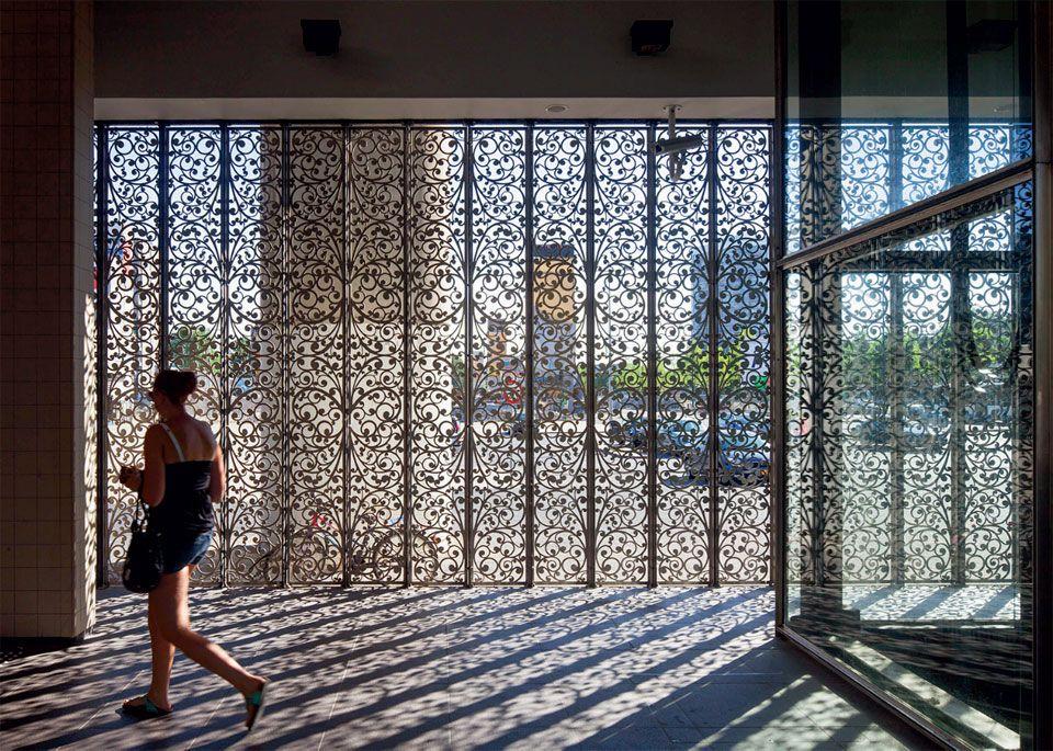 Fabuloso Aço inox proporciona transparência na fachada de metrô em Amsterdã  QP46