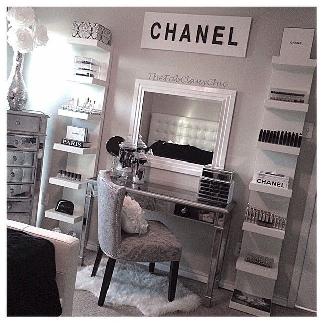 chanel vanity decor traditional black and white - Dressing Room Bedroom Ideas