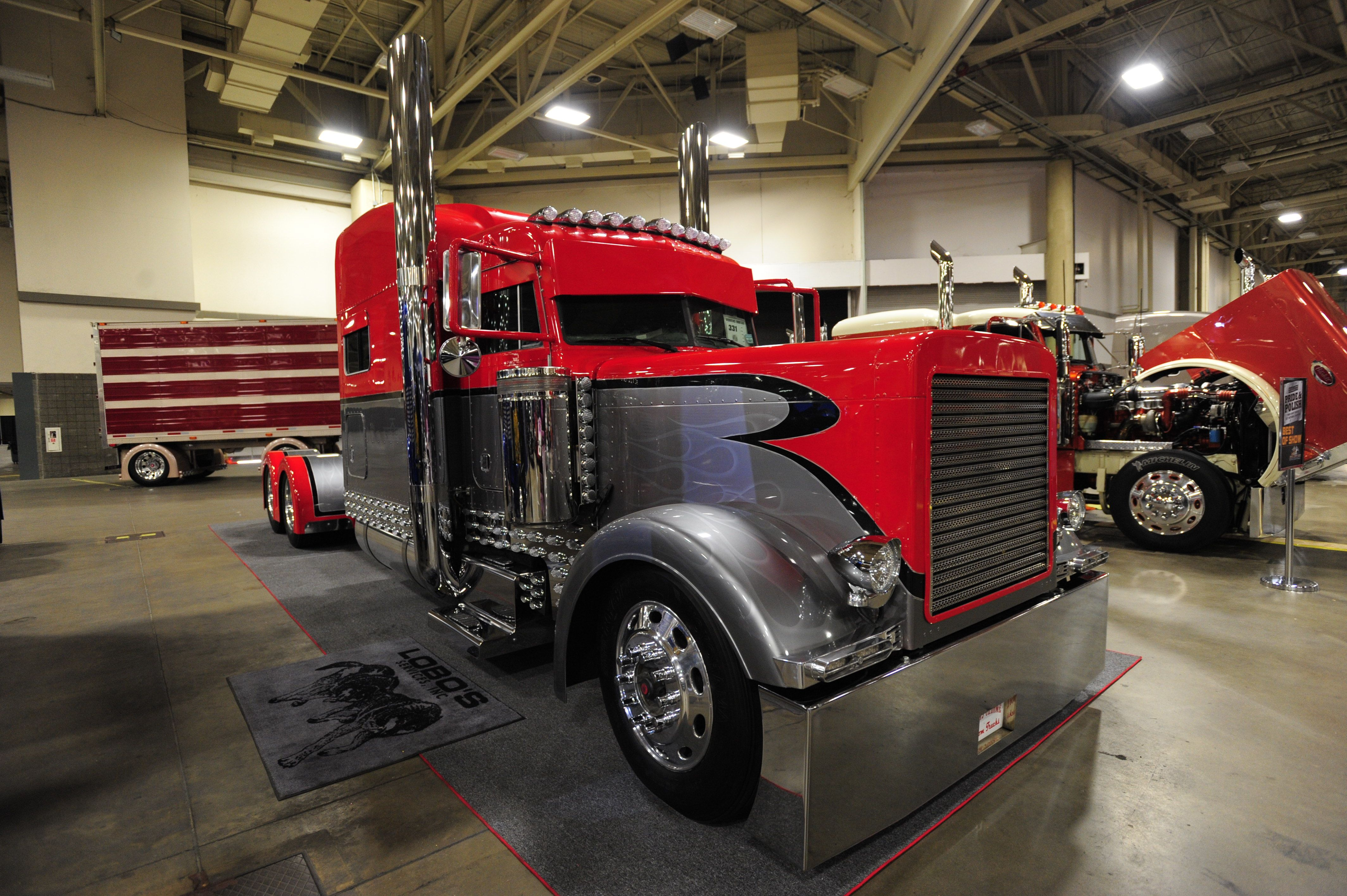 lobo 39 s pride the san antonio based texas chrome shop built this 03 peterbilt 379 for lobo s. Black Bedroom Furniture Sets. Home Design Ideas