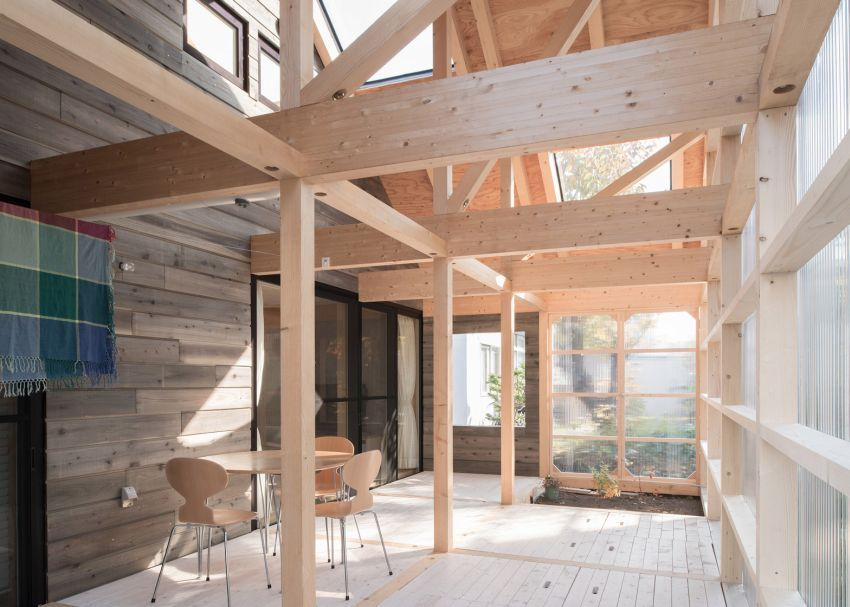 The Timber And Polycarbonate House In Japan Modern Wooden