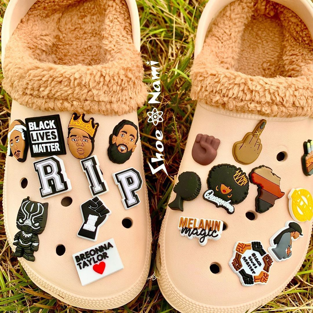 Platform clogs, Shoe charms